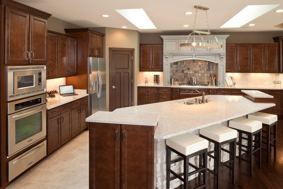 Inspiration for a timeless kitchen remodel in Cincinnati with stainless steel appliances
