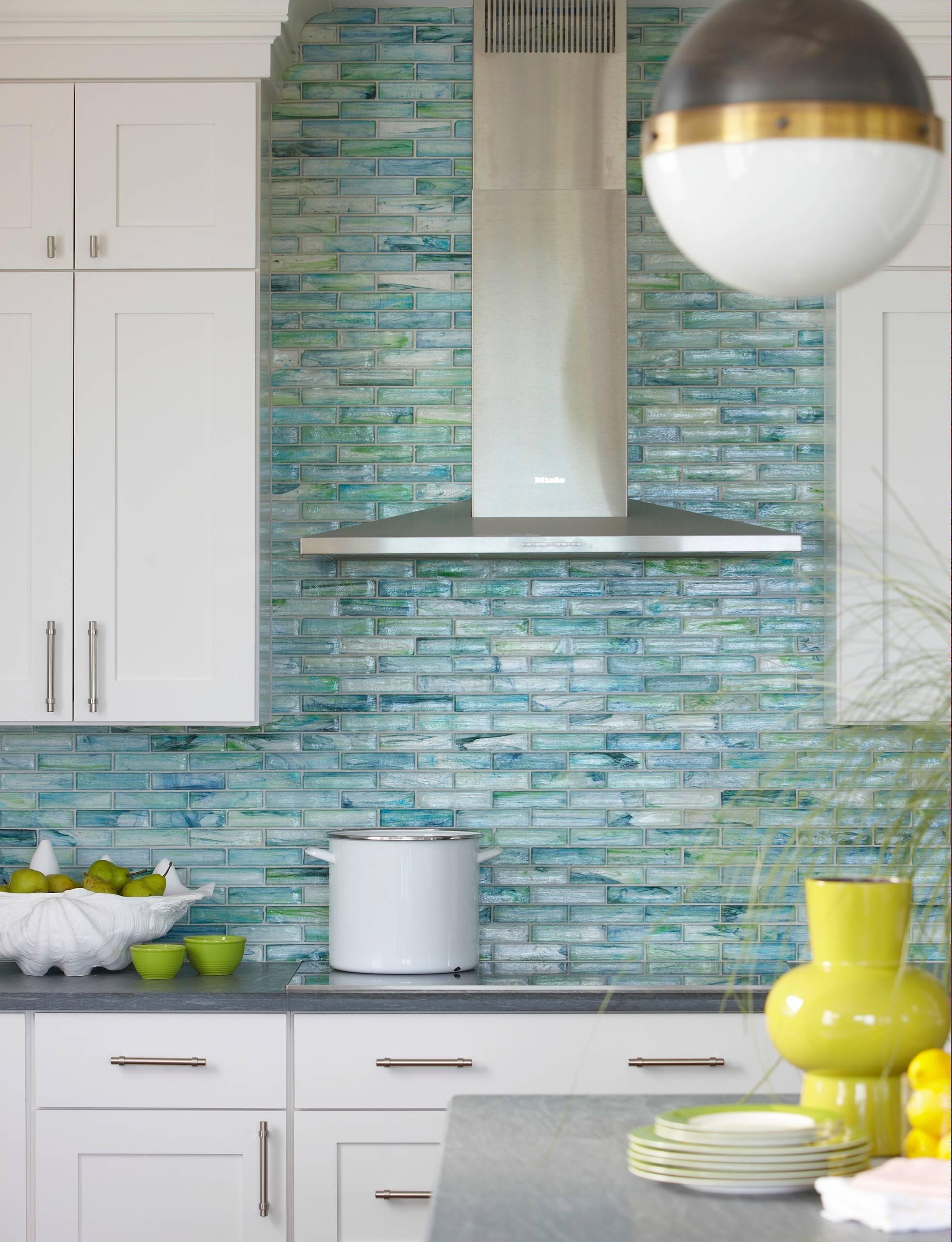 - 75 Beautiful Coastal Kitchen With Glass Tile Backsplash Pictures