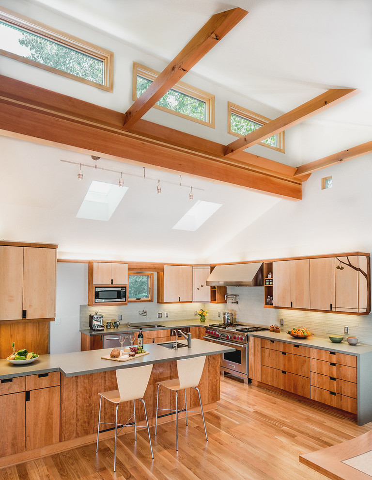 Trendy kitchen photo in Sacramento with stainless steel appliances