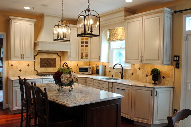 Rich Colonial Kitchen