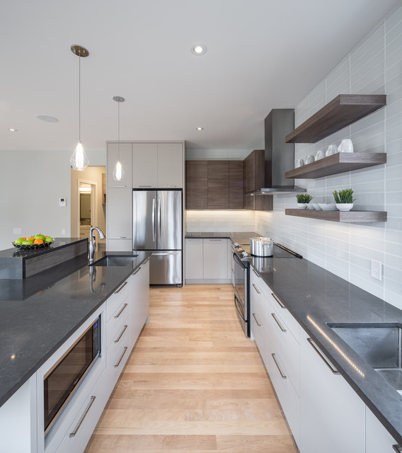 Riverpark Green Model Home Contemporary Kitchen Toronto By Deslaurier Custom Cabinets