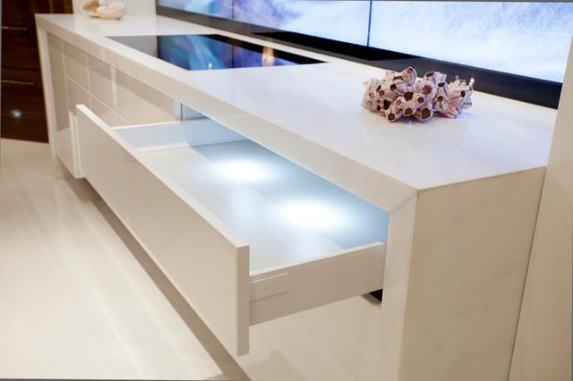 robb report best of the best bauhaus look k che. Black Bedroom Furniture Sets. Home Design Ideas