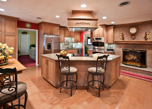 Roberts Kitchen DeWils 1.jpg traditional-kitchen
