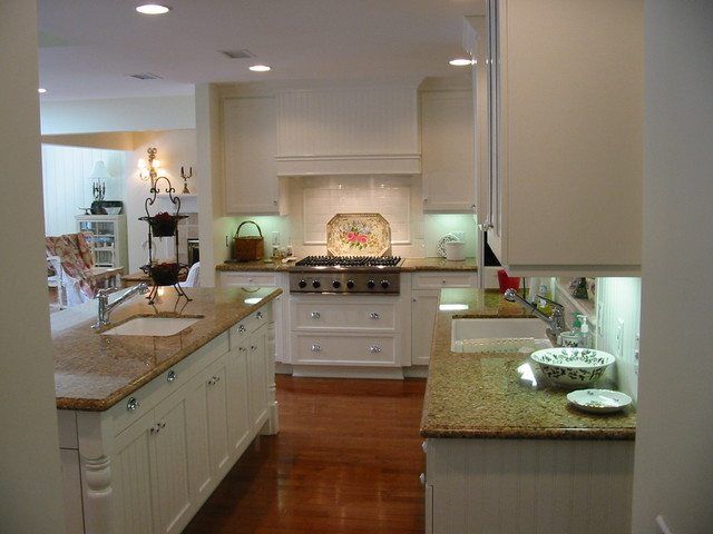 Romantic homes magazine cover kitchen nantucket country for Nantucket style kitchen