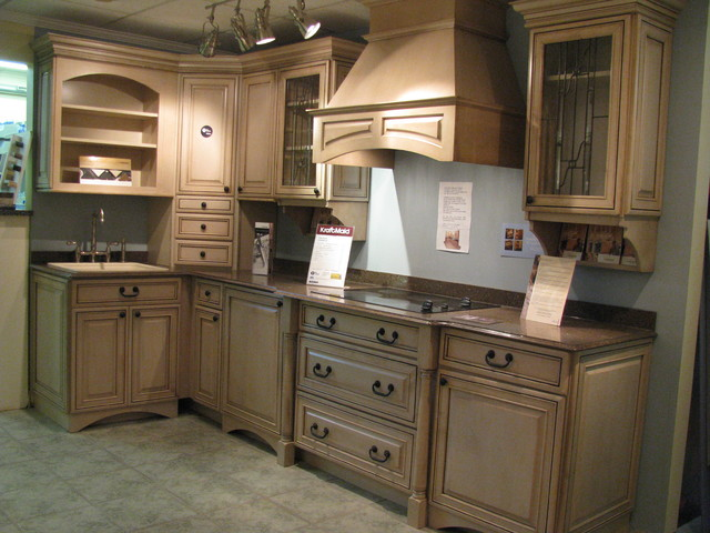 Rona Port Perry - Traditional - Kitchen - Toronto - by Sandra Howie