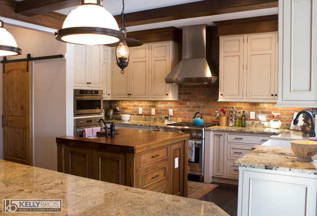 Ross Ave Remodel Rustic Kitchen Cincinnati By Kelly Brothers Home Design Center