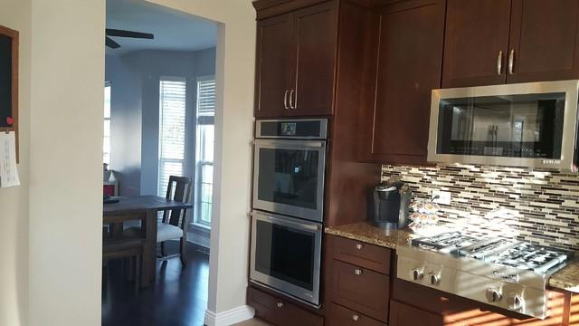 Kitchen - transitional kitchen idea in Chicago