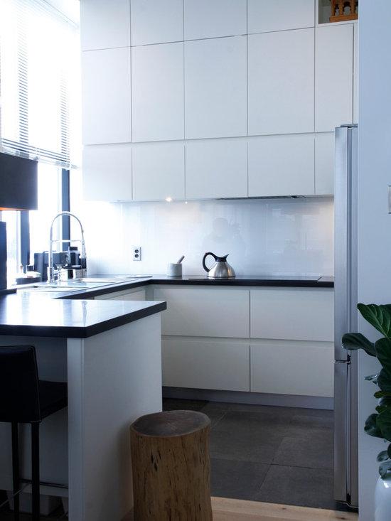 Tall kitchen corner units home design ideas pictures for Tall corner kitchen unit