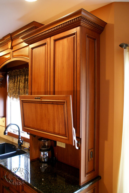 Royal Cabinet Company Traditional Kitchen In Environmental Friendly Lyptus Wood Traditional