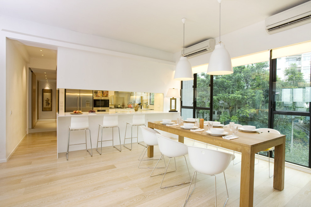 Example of a trendy eat-in kitchen design in Hong Kong with stainless steel appliances