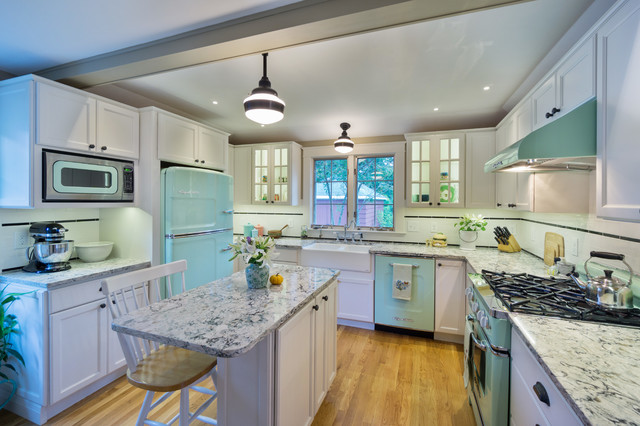 Kitchen - mid-sized traditional u-shaped medium tone wood floor kitchen idea in Providence with a farmhouse sink, recessed-panel cabinets, white cabinets, quartz countertops, white backsplash, cement tile backsplash, colored appliances and an island