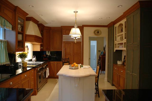 Russell Gardens Kitchen traditional-kitchen