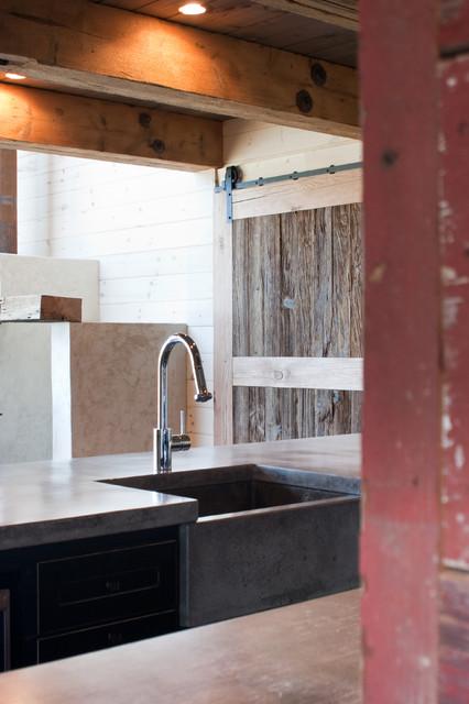 Rusti-Modern Lakehouse kitchen eclectic-kitchen