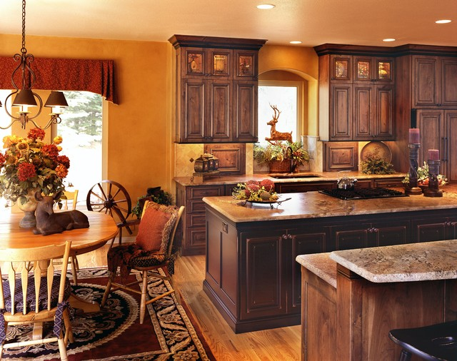 Rustic and country kitchens for Traditional rustic kitchen