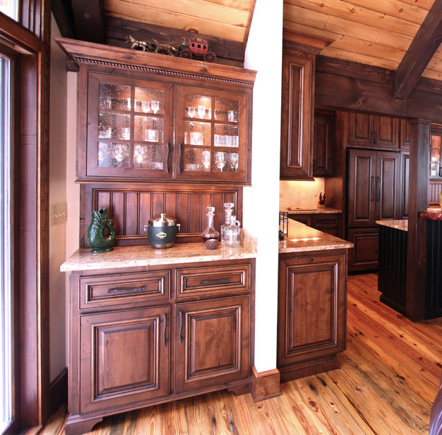 Cabin Kitchen Cabinets: Rustic Cabin Style
