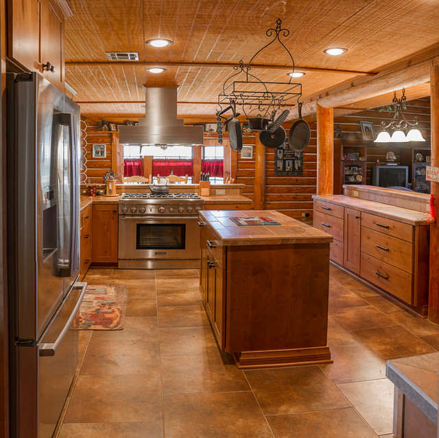 Country Kitchen Fridge: Rustic Country Home