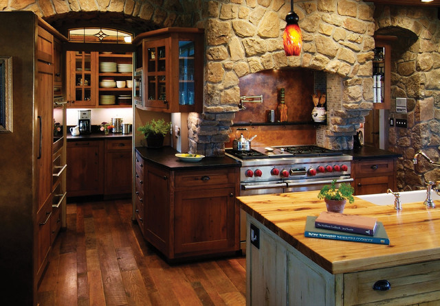 Rustic kitchen with rich accents rustic kitchen for Traditional rustic kitchen