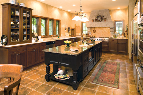 Traditional Kitchen by Minneapolis Kitchen & Bath Designers Sawhill Kitchens