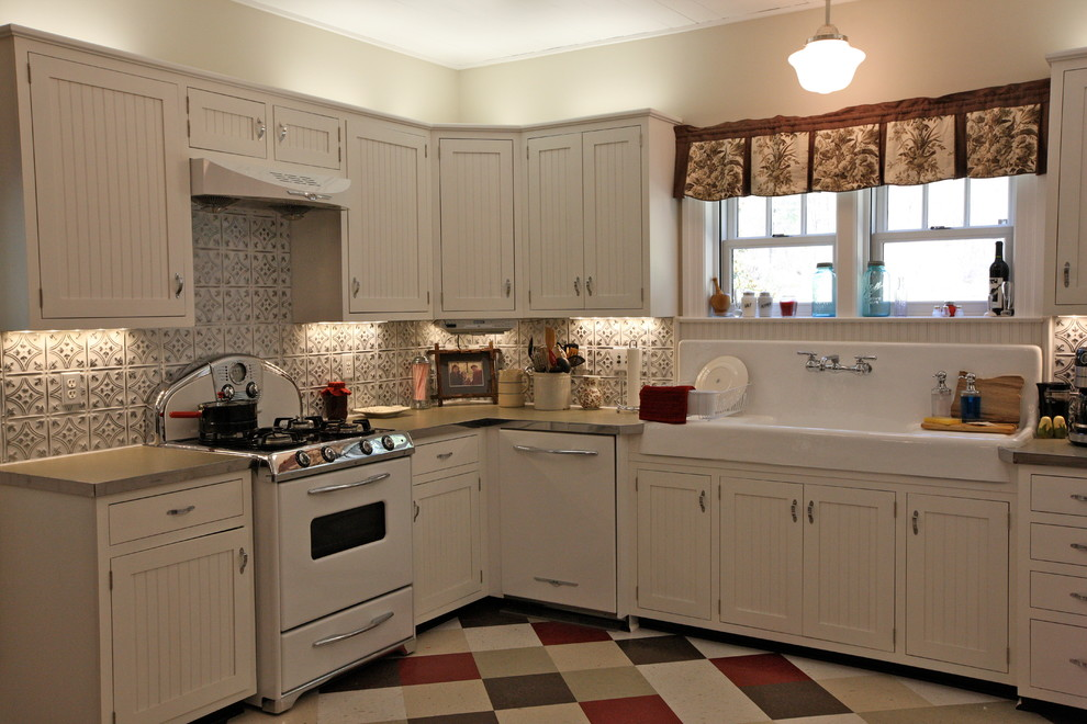 Inspiration for a rustic kitchen remodel in Tampa