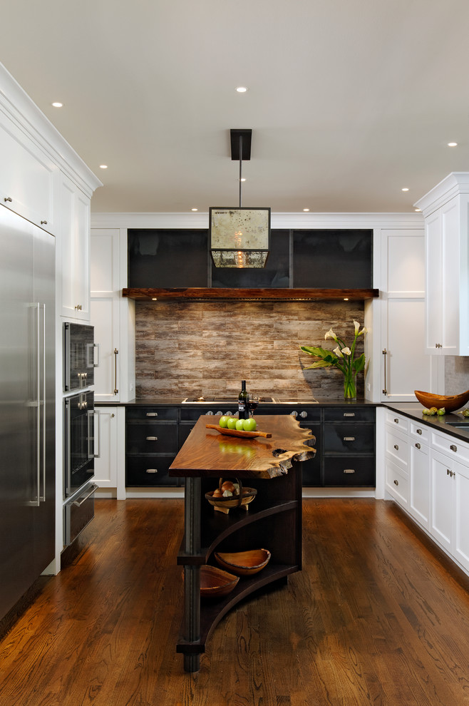 Eat-in kitchen - traditional u-shaped medium tone wood floor eat-in kitchen idea in DC Metro with white cabinets, stainless steel appliances, an island, an undermount sink, shaker cabinets, quartz countertops, multicolored backsplash and stone tile backsplash