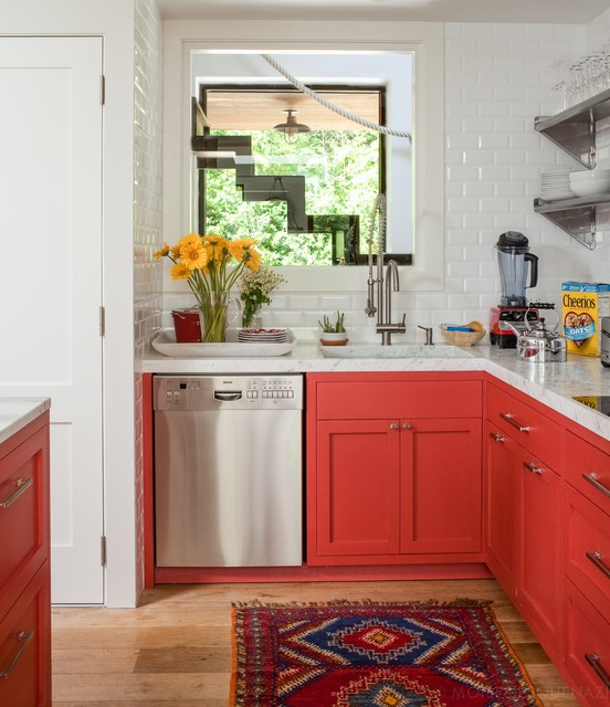 Small coastal l-shaped light wood floor kitchen photo in New York with a single-bowl sink, shaker cabinets, red cabinets, white backsplash, subway tile backsplash, stainless steel appliances and multicolored countertops