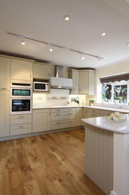 Sage Painted Oak Shaker Kitchen traditional-kitchen