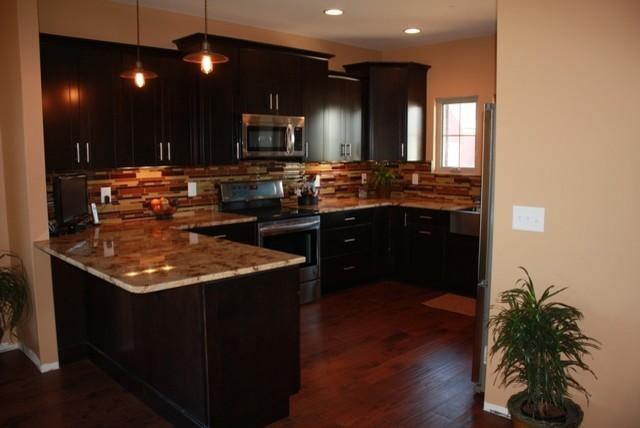 Salmonson (Murfreesboro) traditional-kitchen