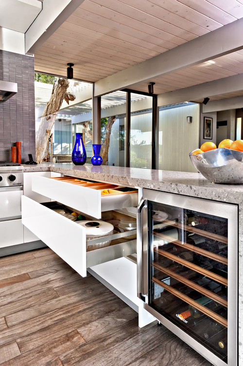 Small space kitchens dos mochatini enhancing the everyday - Maximize space in small kitchen property ...