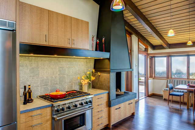 Example of a 1950s kitchen design in San Francisco