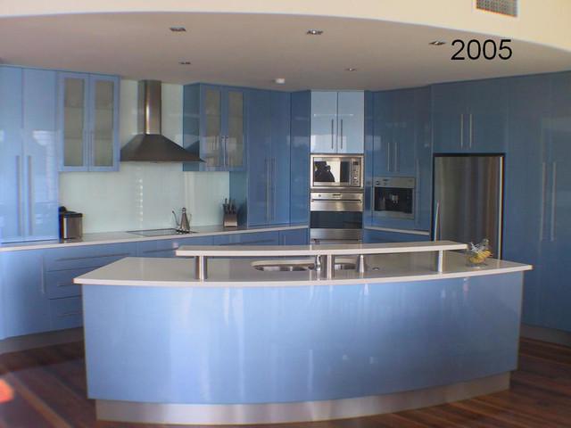 Sanctuary Cove - Modern - Kitchen - brisbane - by J&E Kitchens and Cabinets