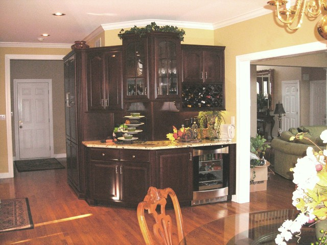 Sarah Pryor of Mouser Cabinet Trends traditional-kitchen