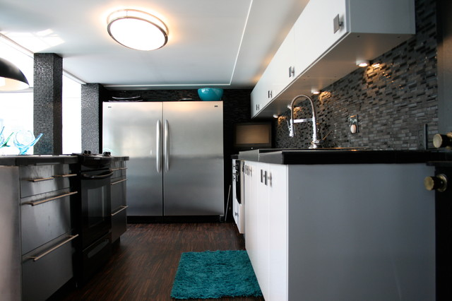 Sarnia Lakeshore Drive Backsplit eclectic-kitchen