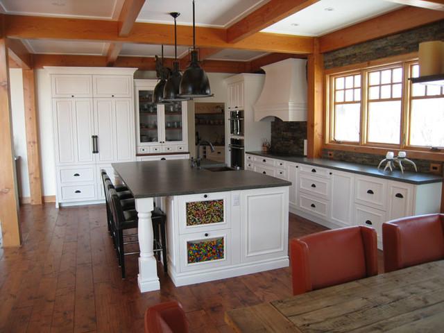 Saskatoon Custom West Coast Project traditional-kitchen