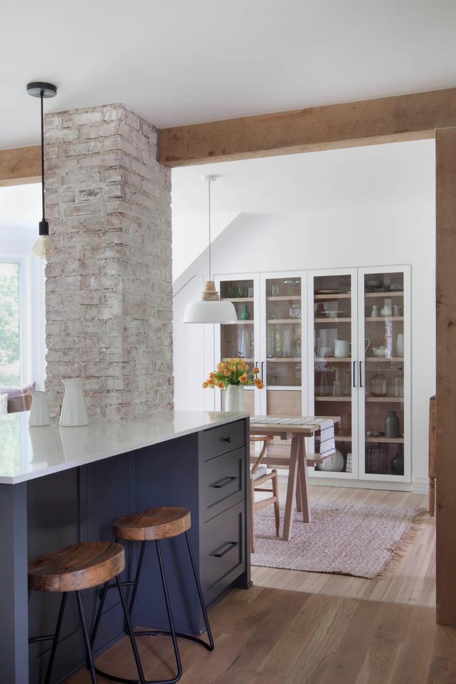 Kitchen - cottage kitchen idea in New York