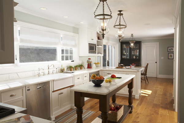 Schoen: A House in the Hamptons traditional-kitchen