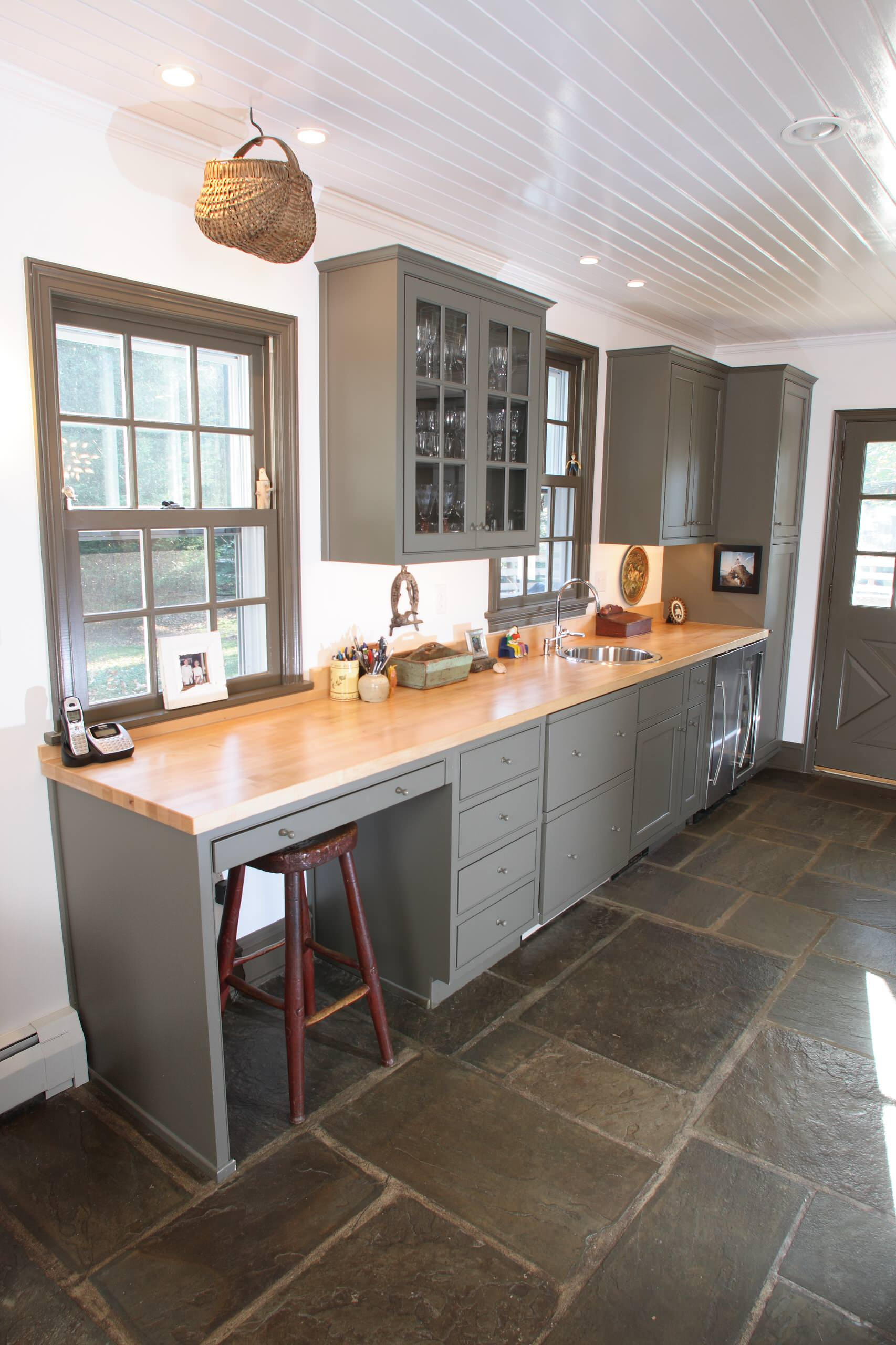 75 Beautiful Farmhouse Slate Floor Kitchen Pictures & Ideas - January, 2021 | Houzz