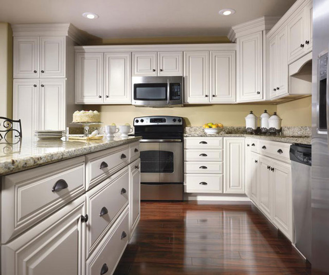 Schrock Cabinetry: Maple Pearl traditional-kitchen