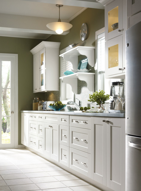 Schrock Entra Cabinetry: Colefax Purestyle™ Alabaster Traditional Kitchen