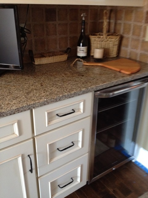 Schuler cabinets in White Chocolate Main/Heirloom Black Island in Knotty Alder traditional-kitchen