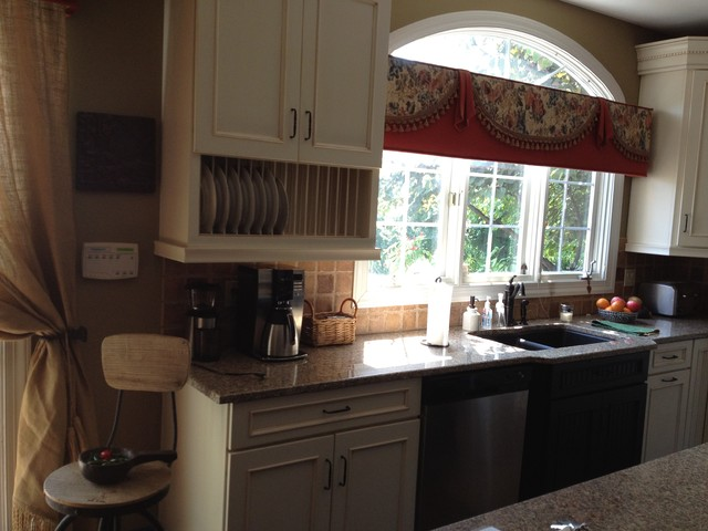 Schuler Cabinets In White Chocolate Main Heirloom Black Island In Knotty Alder Traditional