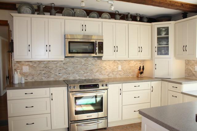 Schuler, Sugar Creek Maple cabinets
