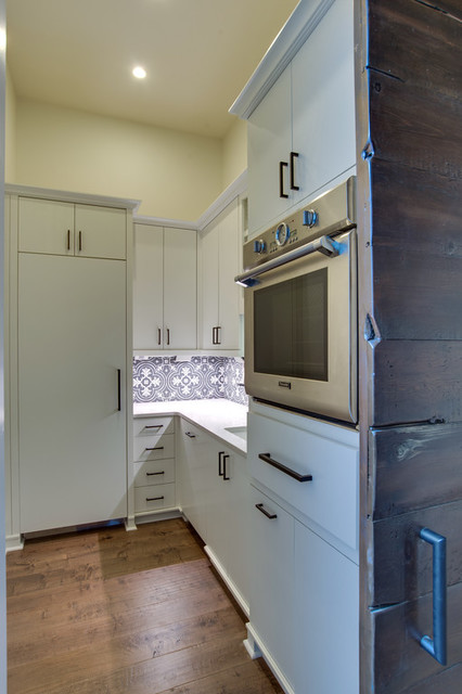 Example of a kitchen design in Charlotte