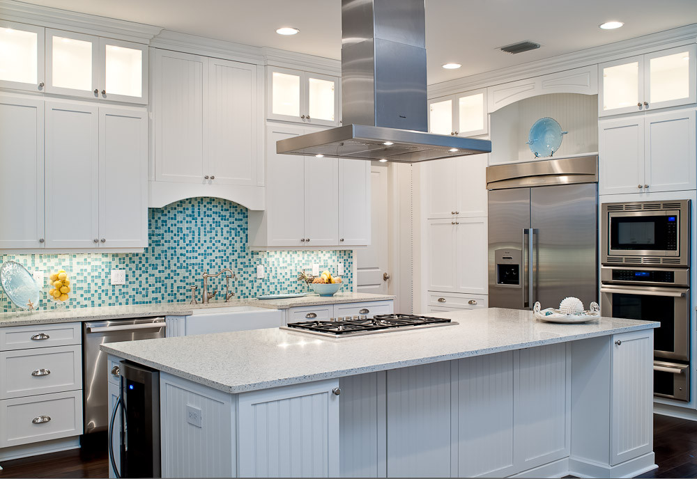 75 Beautiful Tropical Kitchen With Mosaic Tile Backsplash Pictures Ideas December 2020 Houzz