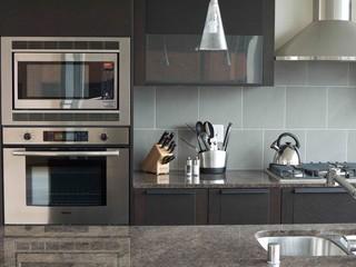 Seattle condo modern kitchen seattle by tammara for Kitchen designer seattle