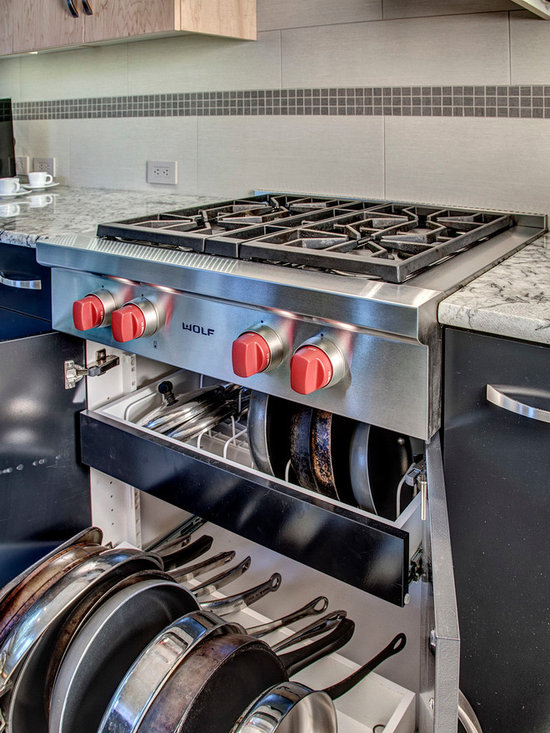Galley kitchen design ideas renovations photos with a for Galley kitchen with breakfast bar