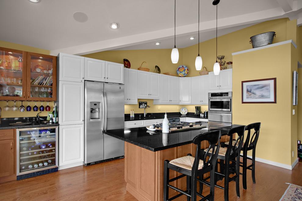 Inspiration for a timeless l-shaped kitchen remodel in Seattle with black backsplash