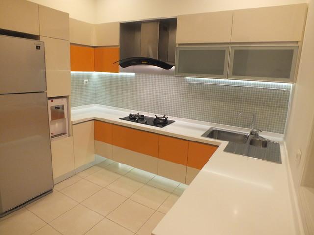 Serenade Lake Residence modern-kitchen