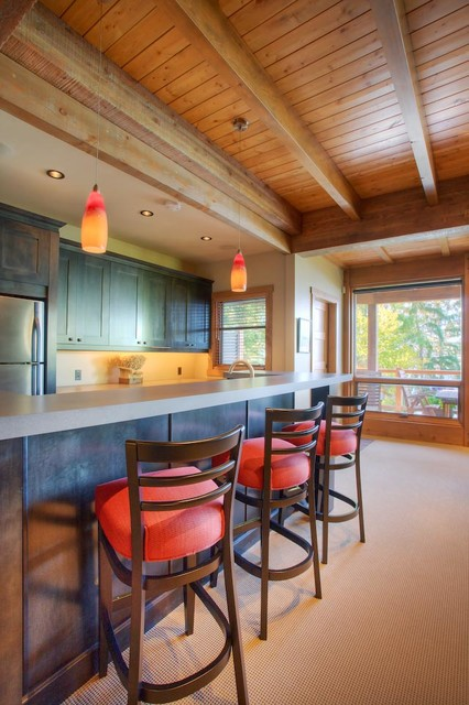 Serene Lodge on the Lake traditional-kitchen