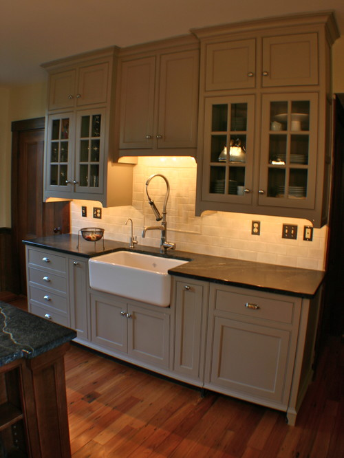 What wall color with revere pewter cabinets
