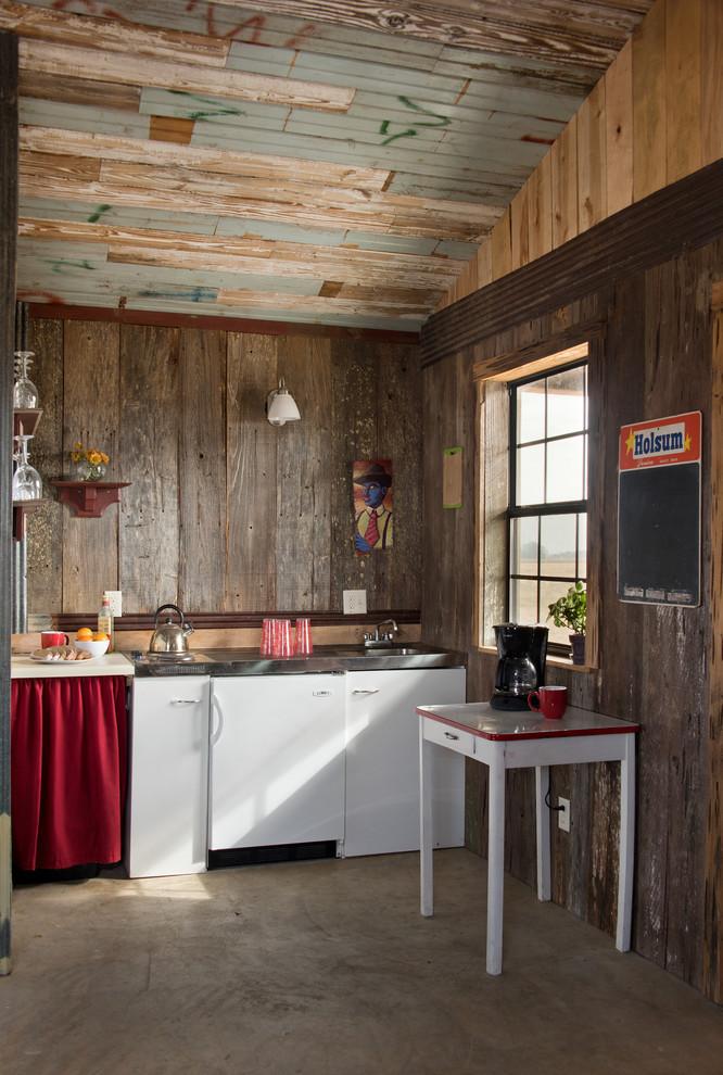 Shackup Inn, Clarksdale MS - Rustic - Kitchen - Jackson ...